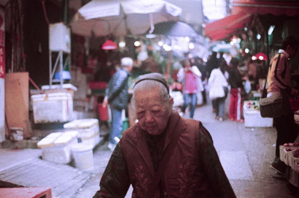 Olympus hongkong market 02 1024x678 Art or Flaw? Old OM 10 + wrong metering + wrong film development