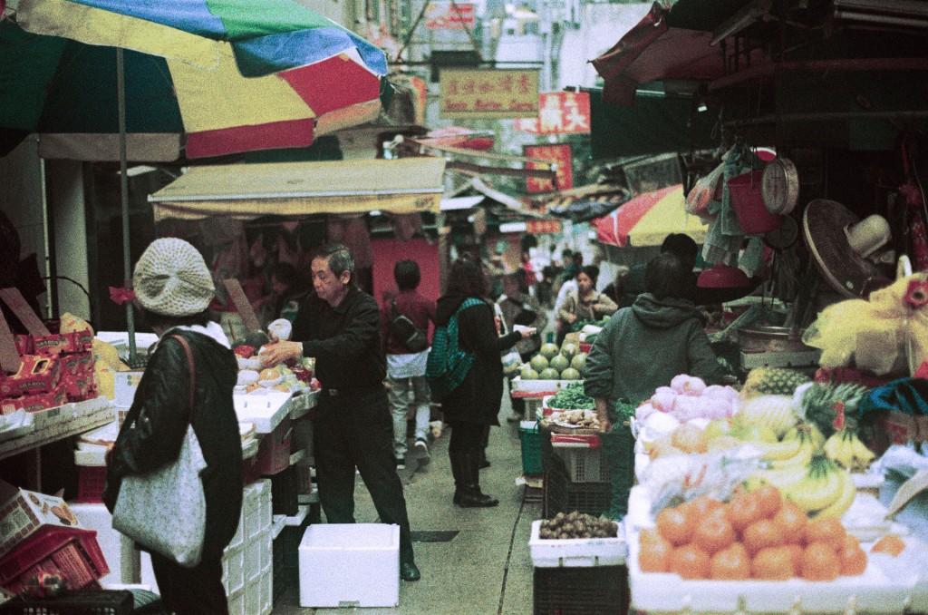 Olympus hongkong market 3 1024x678 Art or Flaw? Old OM 10 + wrong metering + wrong film development
