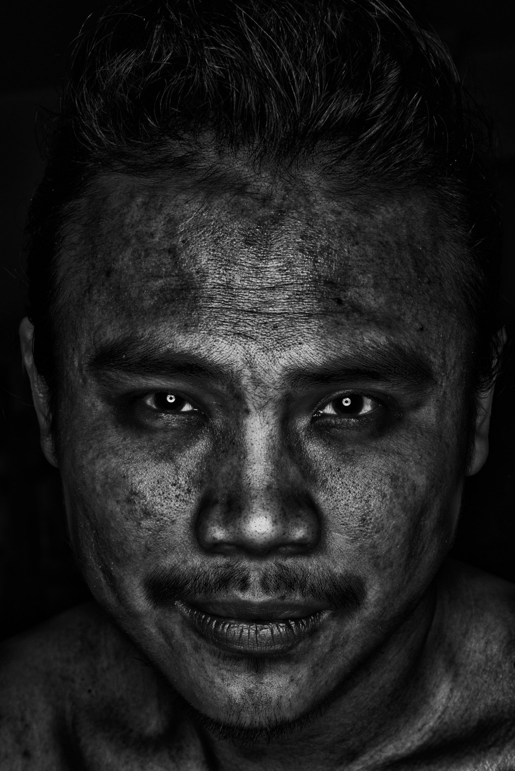 DSCF3464 Edit 1024x1533 The Head shot   Experimenting Roundflash + Silver Efex Pro